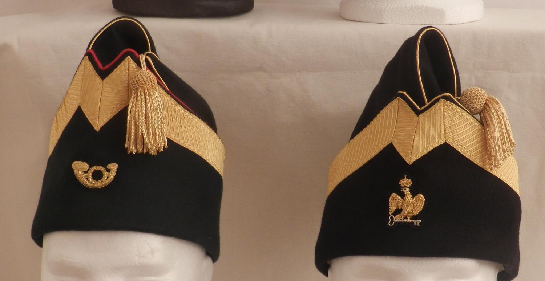 Officier , Bonnet de police avec une rangée de galon et insigne.