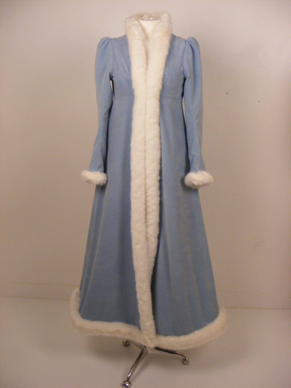 empirecostume manteau bleu ciel bord de fourrure. Black Bedroom Furniture Sets. Home Design Ideas