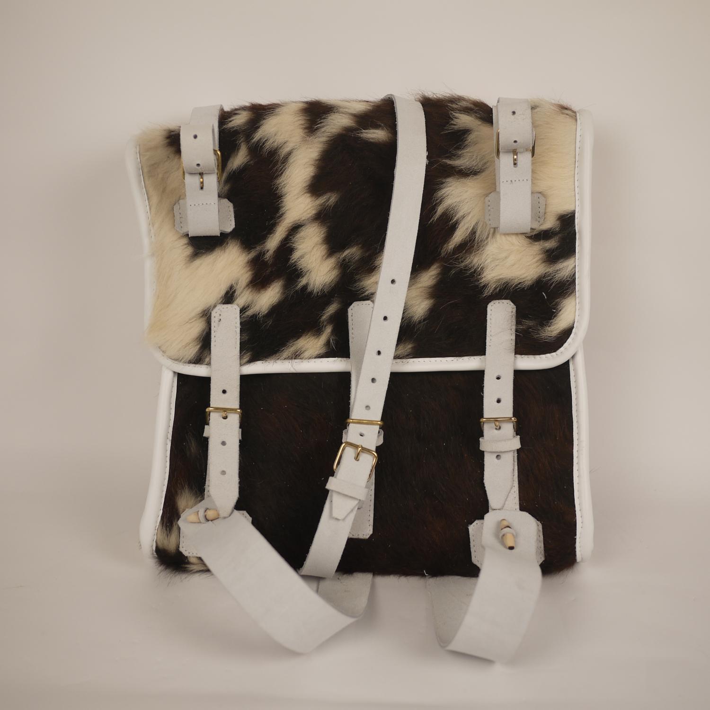 empirecostume havresac en peau de vache. Black Bedroom Furniture Sets. Home Design Ideas